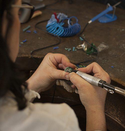 Doamabijoux création artisanale à l'établi, crédit photo O. Lauret